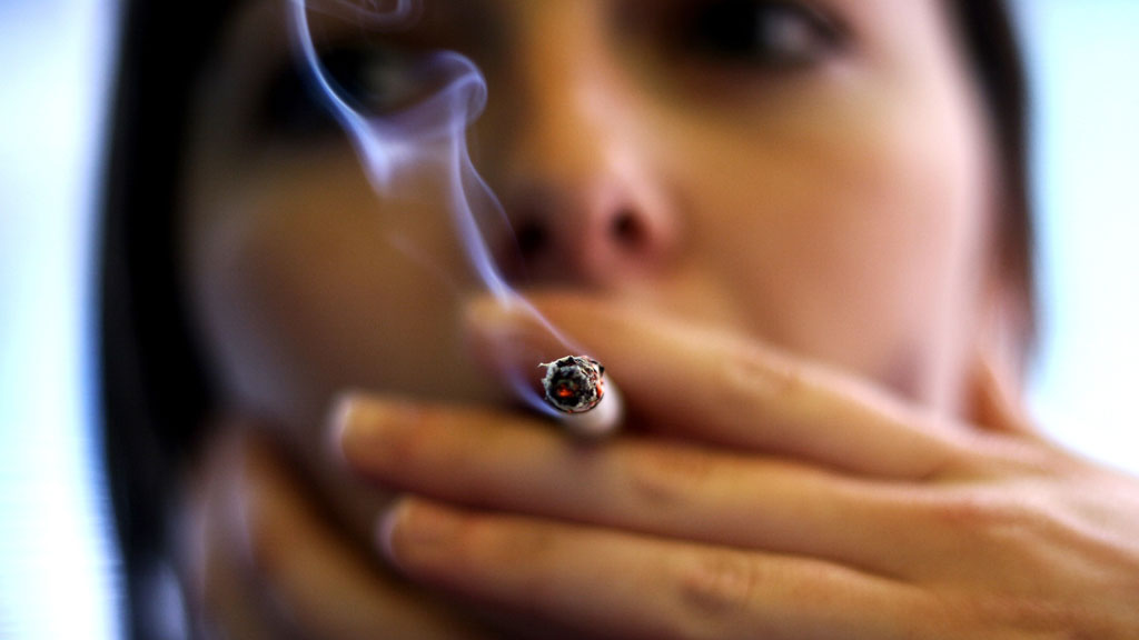 Mobile phone app study to help women quit smoking without gaining weight