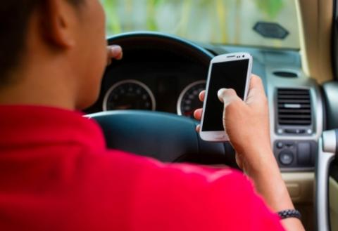 Survey: Fewer than one in ten people would refuse lift from a driver using a phone