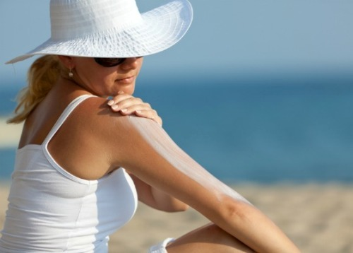 Consumer Reports asks FDA to step up its current review process for sunscreens