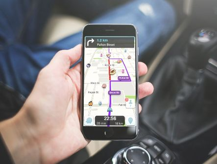 Waze responds to security concerns about flaw that can help hackers track users